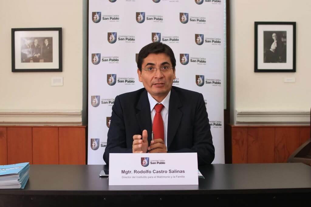 El Mgtr. Rodolfo Castro, Director del IMF expuso los resultados del estudio en conferencia de prensa.