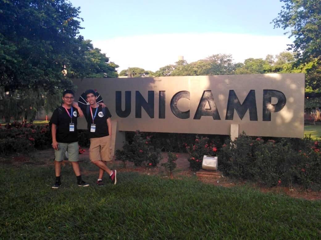 Alumnos Alonso Valdivia y Joaquin Palma en la capacitación realizada en Brasil.