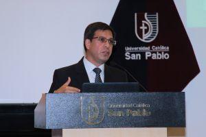 Fernando Valle Director del CEP ucsp