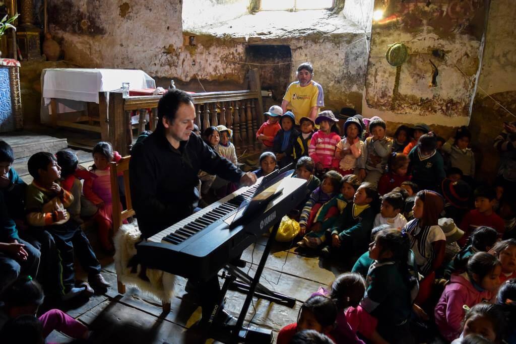 Chuquisengo ha recorrido los Andes peruanos para que sus pobladores tengan la oportunidad de conocer la música clásica.