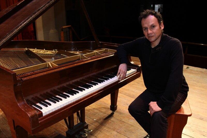Chuquisengo ha paseado su arte por 50 países, siendo el pianista peruano con mayor reconocimiento internacional.