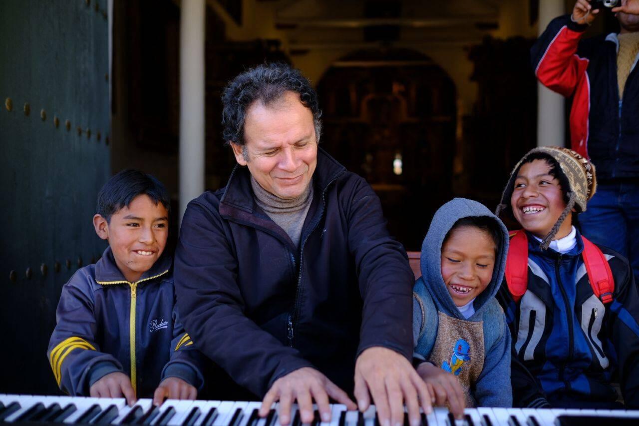 Incentivar la música en los niños es una de las mayores satisfacciones del pianista.