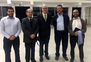 Dr. Arana junto a las autoridades universitarias y docentes del Departamento de Humanidades de la UCSP.