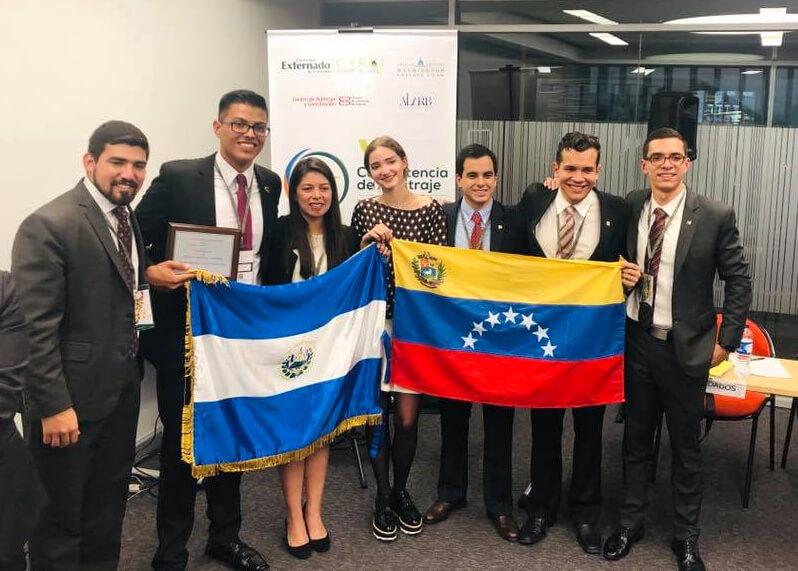 El equipo de la UCSP se enfrentó a equipos de Sudamérica, Centro América y Norteamérica.