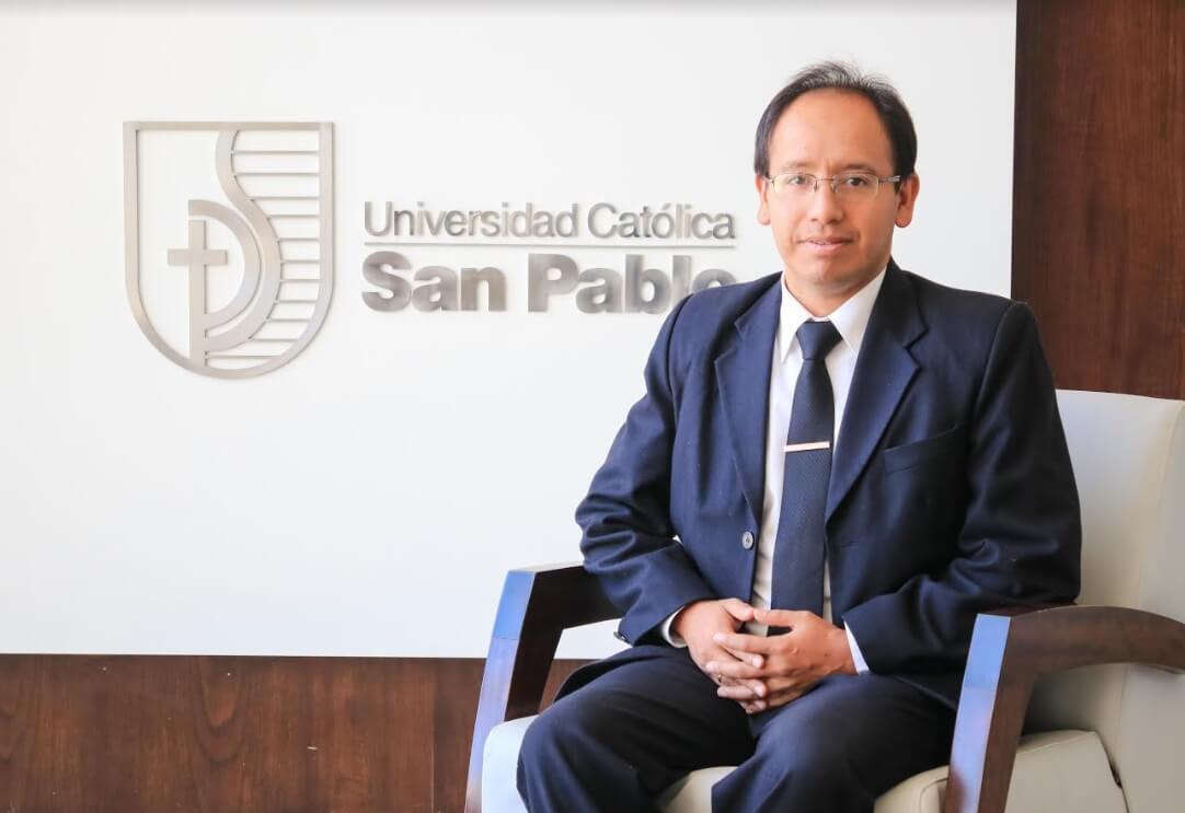 Dr. Efraín Zenteno, director de Investigación de la UCSP.