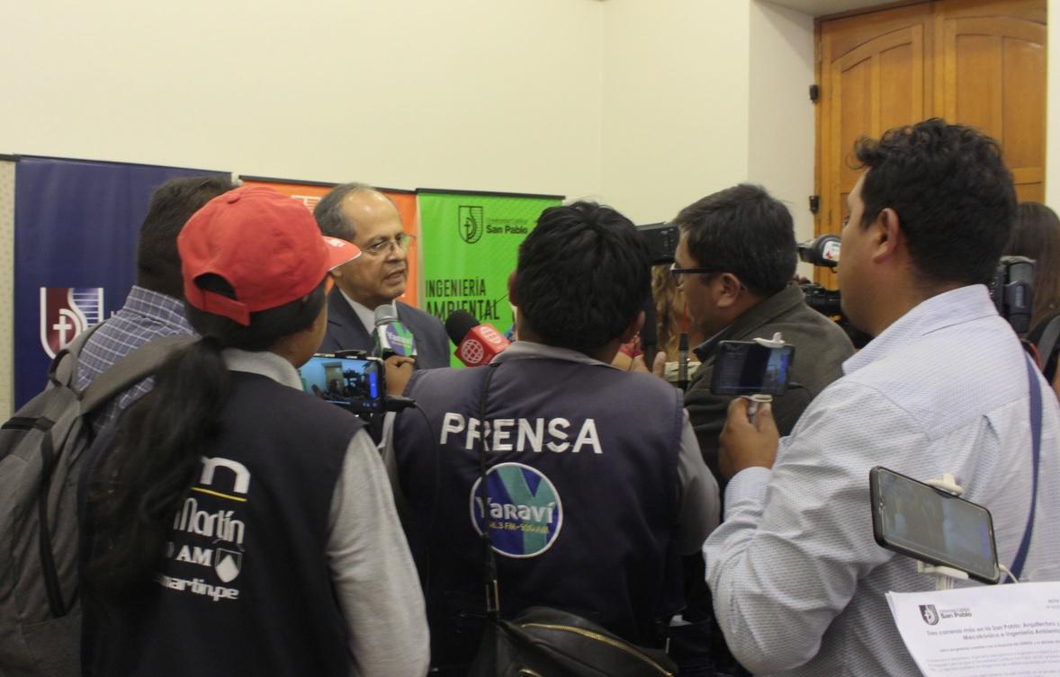 Conferencia de prensa nuevas carreras