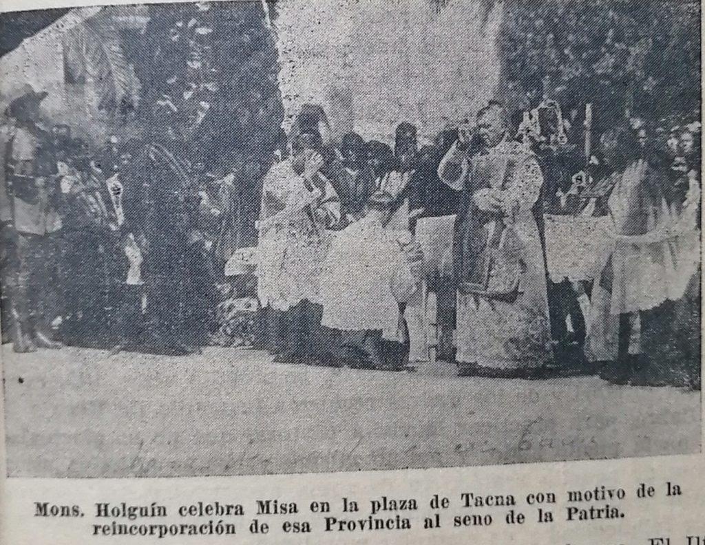 Holguín en la plaza de armas de Tacna